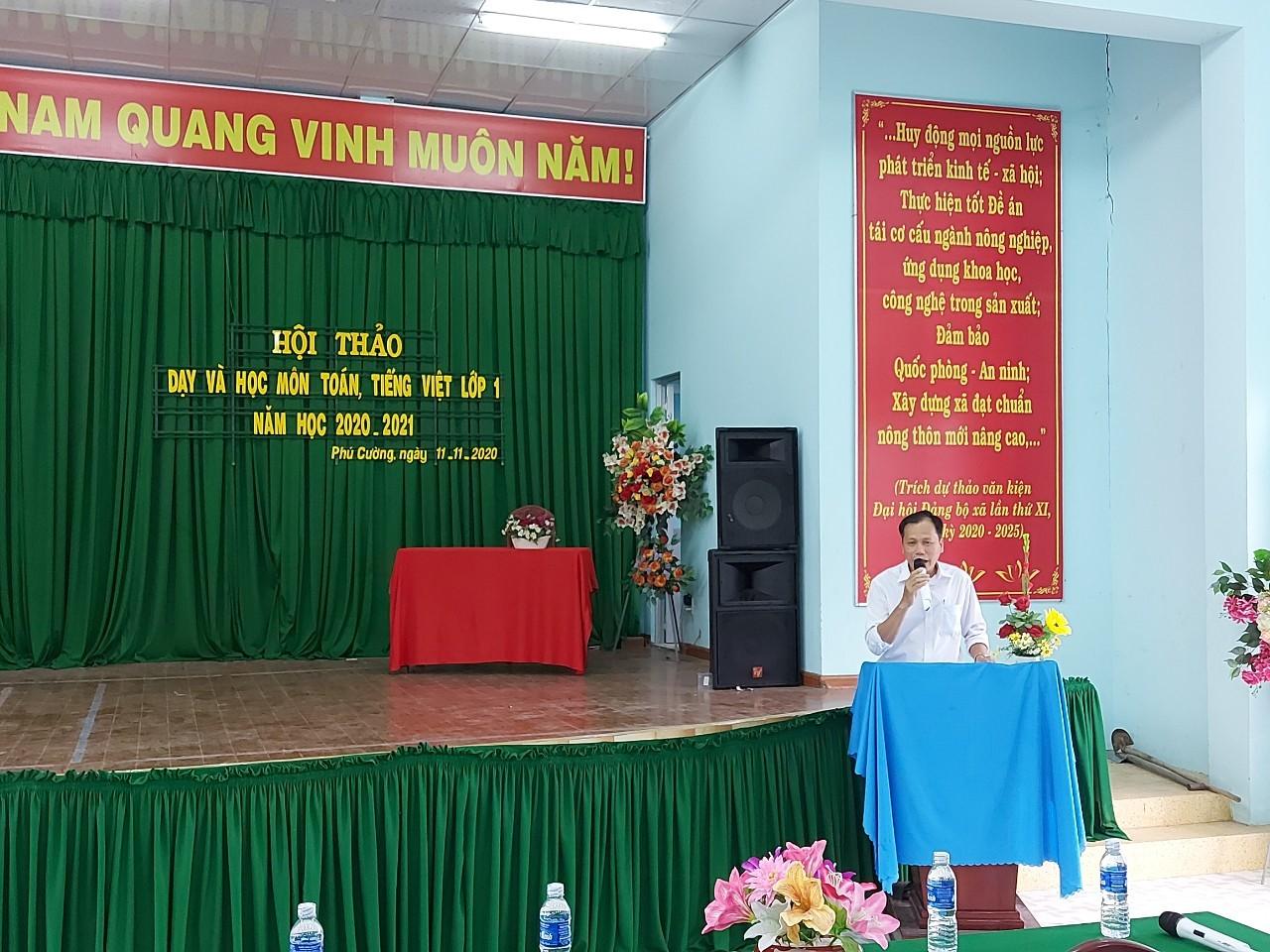 Ông Nguyễn Văn Kết - Phó phòng GD & ĐT  phát biểu trong buổi hội thảo